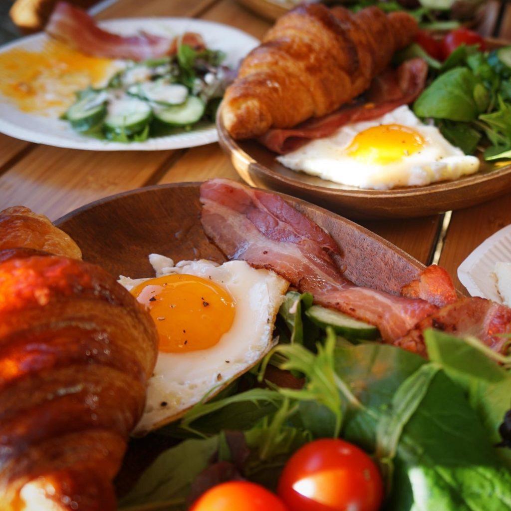 クロワッサンで朝食
